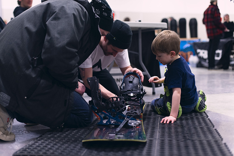 Canuck splitfest snowledge app kids working with the crew