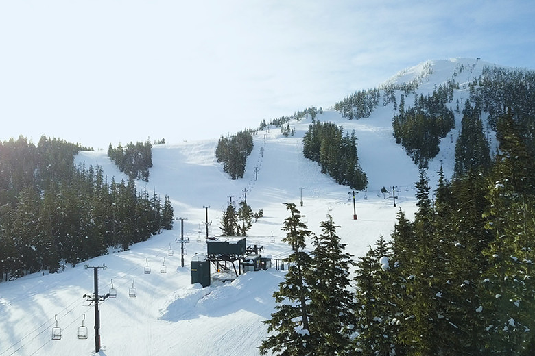 chairlifts at eagle crest ski field